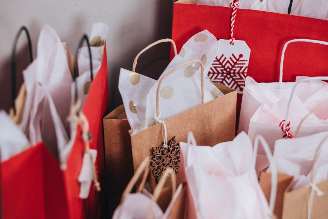How To Give Holiday Gifts On A Budget | The Loaded Pig